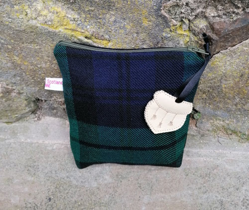 Bag: Tartan hand sewn, lined and with a green zip